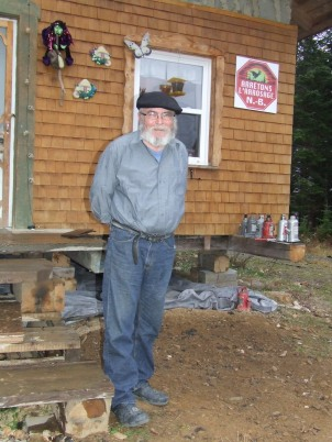 Thériault outside his straw bale house